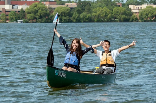bemidji state university students kayaking